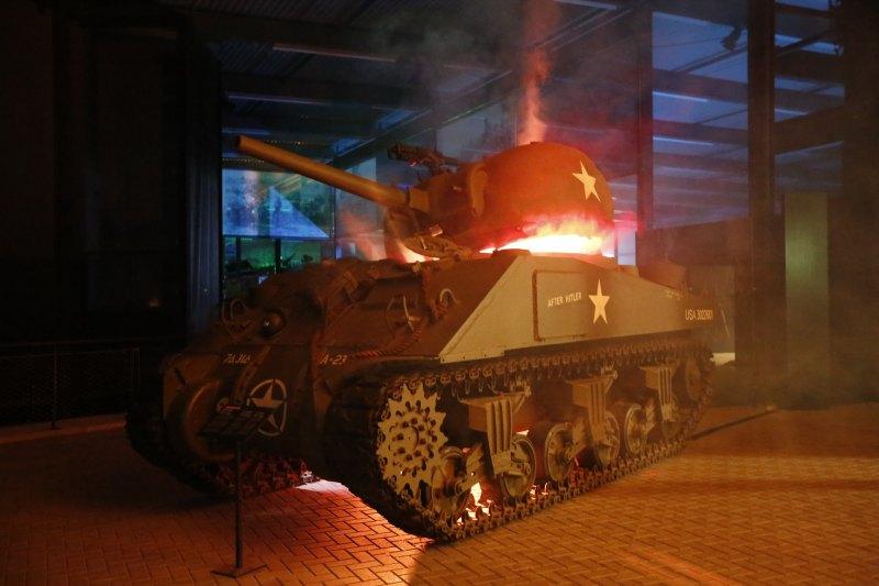overloon-oorlogsmuseum-bij-nacht-_q2b2374